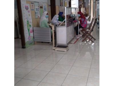 Siswa Kelas XI Asisten Keperawatan Sedang PKL di Klinik Widuri Sleman Dengan Protokol Kesehatan dan